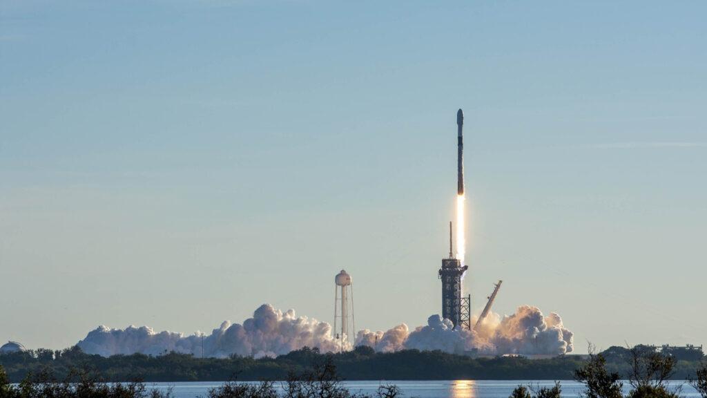 Peluncuran Starlink dengan Roket Falcon 9 SpaceX